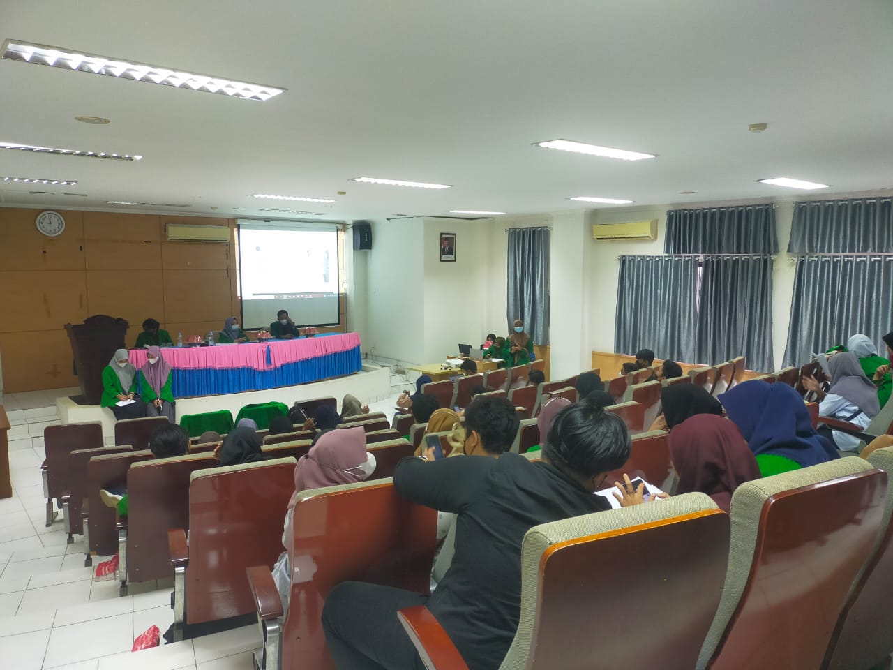 Prodi Hubungan Internasional UIN Alauddin Sukses Gelar Seminar Hasil Penelitian KKL