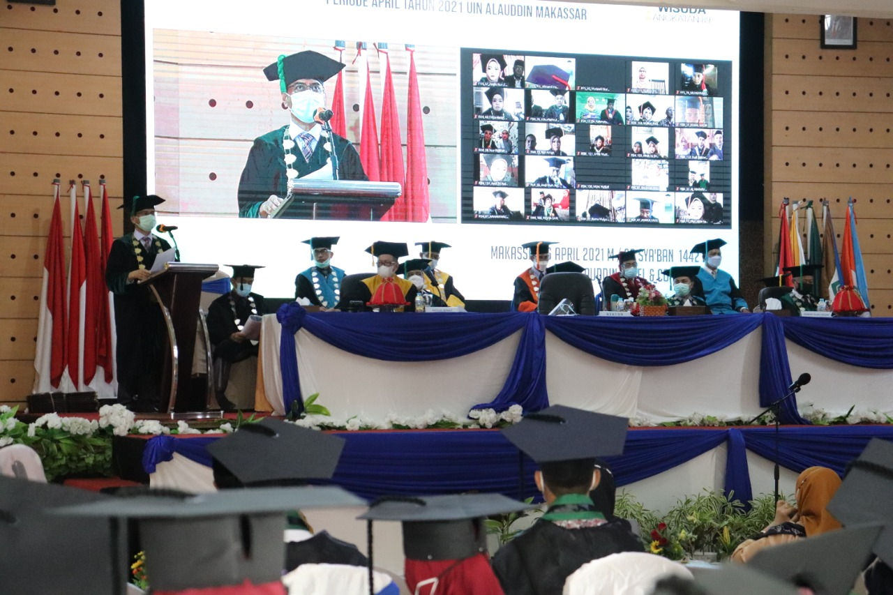 Rektor UIN Alauddin Kukuhkan 1382 Wisudawan Angkatan 89